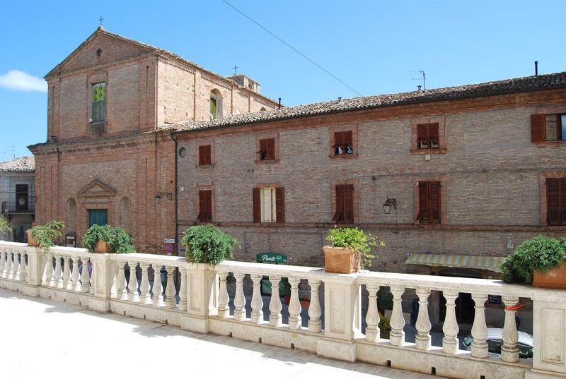 chiesa Collegiata e palazzo ex-Cesarini